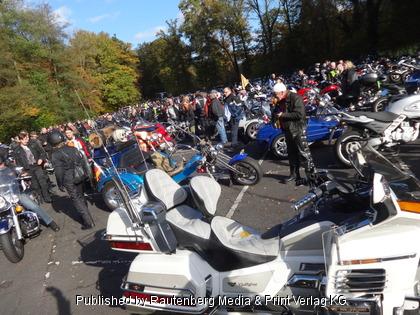 Biker in der Bundespolizei aus Hangelar sichern Motorradcorso